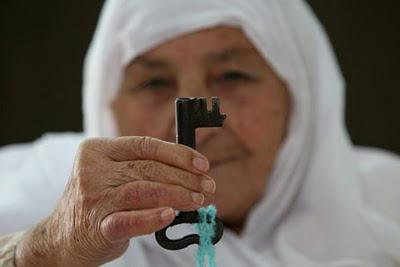 donna con chiave
